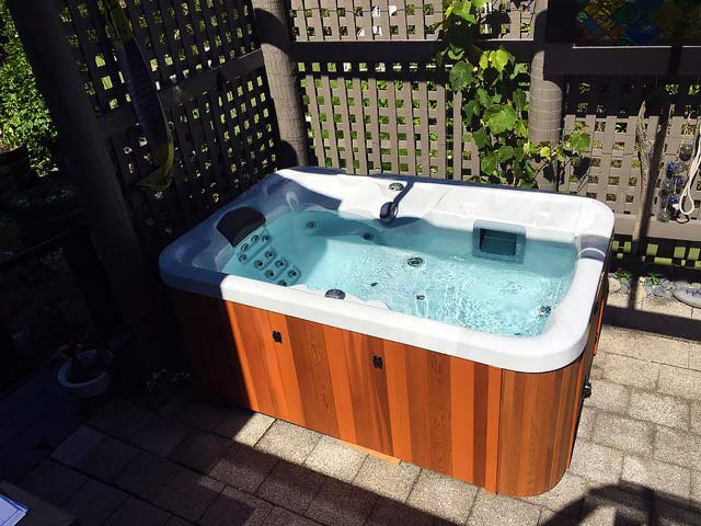 Pacific Spas's Solo model provide pure luxury and ultimate relaxation.